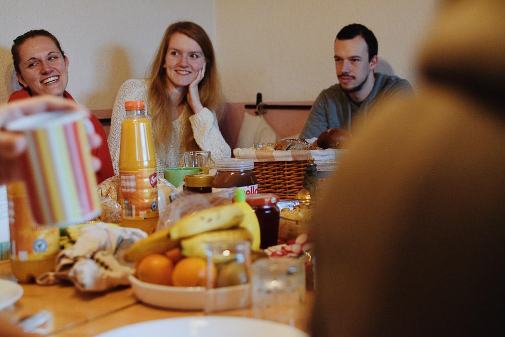 Gemeinsames Frühstück auf Dramateure-Fahrt 2018